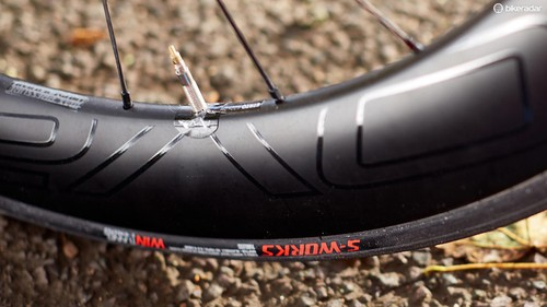 c849179a781 Tubeless-ready wheels and tyres but the fitted tubes add weight and slow  down acceleration. The Venge ViAS ...