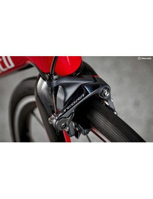 The Shimano Ultegra rim brakes provide excellent stopping power