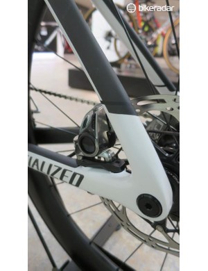 The rear thru-axles and flat mount brake are nicely integrated into the frame
