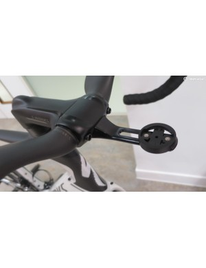 The Aero Fly cockpit also has this neat in-line Garmin mount accessory