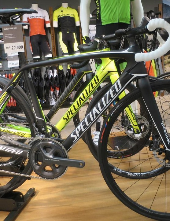 The new Tarmac Comp Disc at £2,600 gets Ultegra, RS685 brakes and an Axis Elite disc wheelset