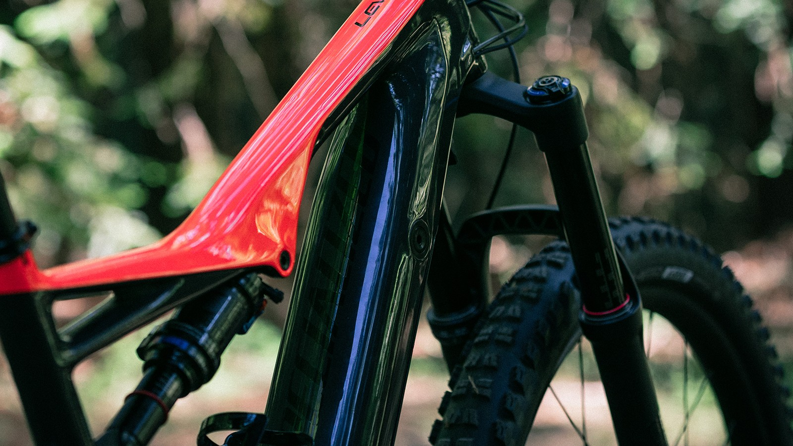 The integrated battery sits inside the down tube and access is no different to the older alloy model