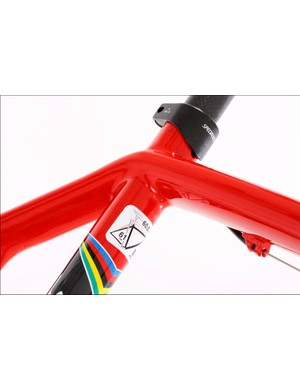 we don't know if this 'pierced' top tube makes it stiffer, but it sure looks cool.