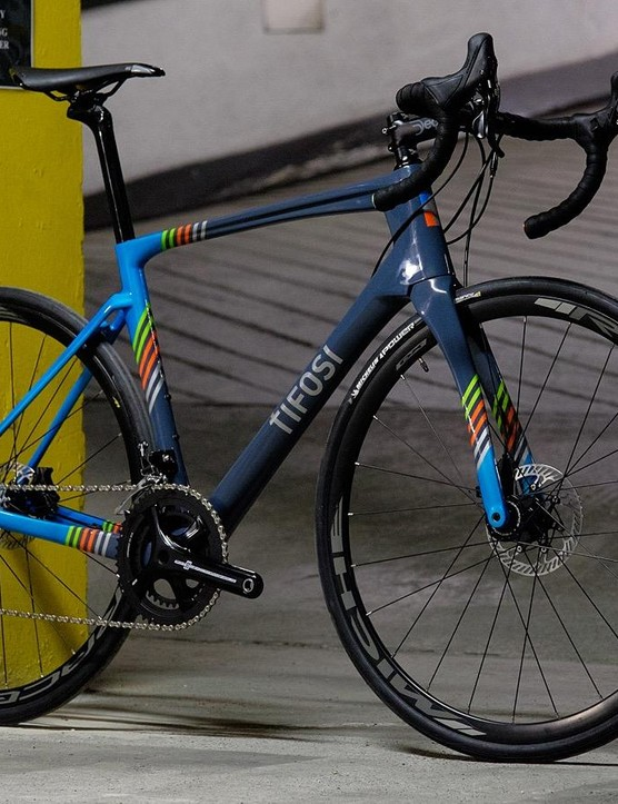 The colourful Tifosi SS26 Disc is one of the first Campag hydraulic disc bikes that we've got our hands on