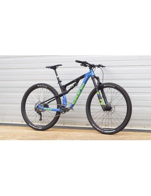 The Saracen Traverse is Saracen's 29er trail bike. With 100mm of rear travel, a 120mm Fox 34, and Shimano SLX kit, it costs £2,999.99