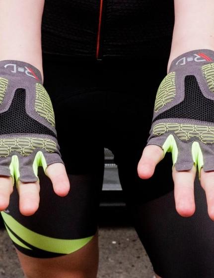 Sportful's R&D Cima glove