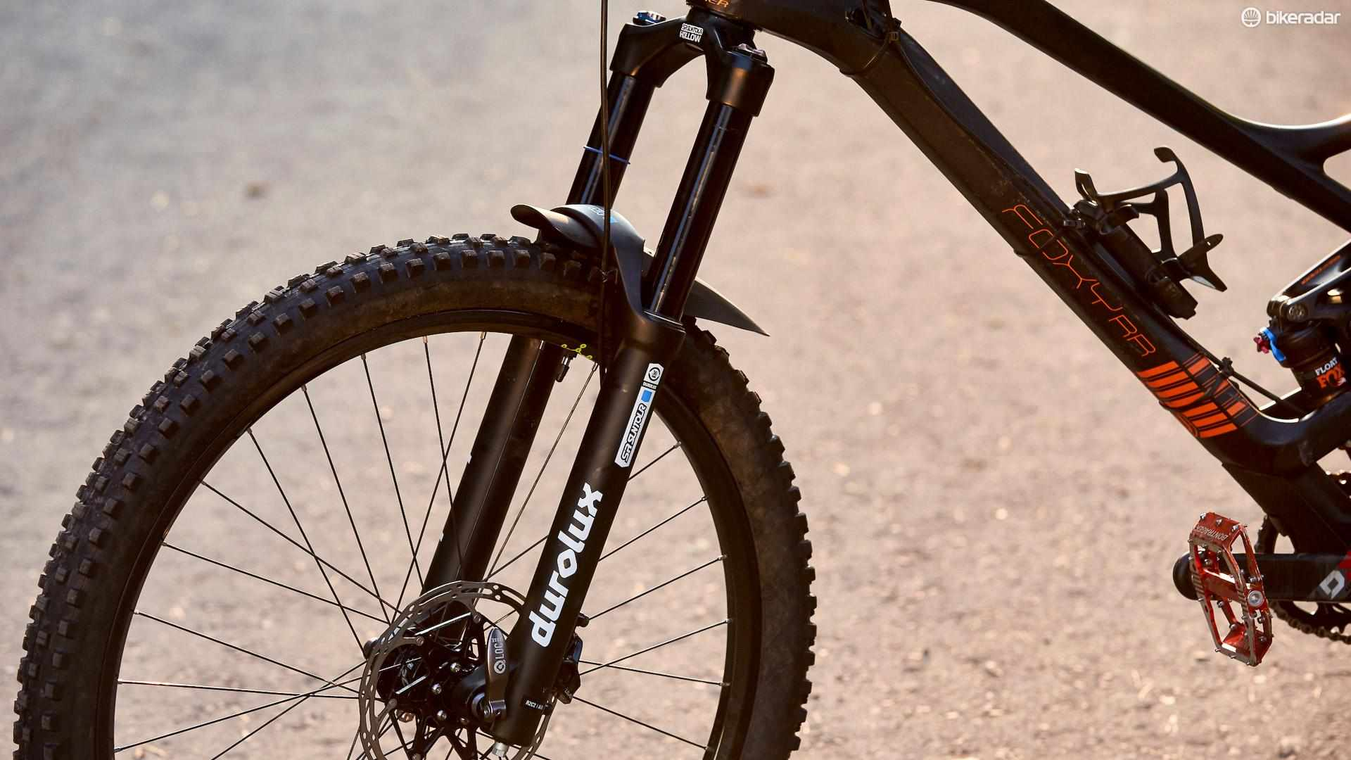 The SR Suntour Durolux R2C2 offers impressive performance for the money