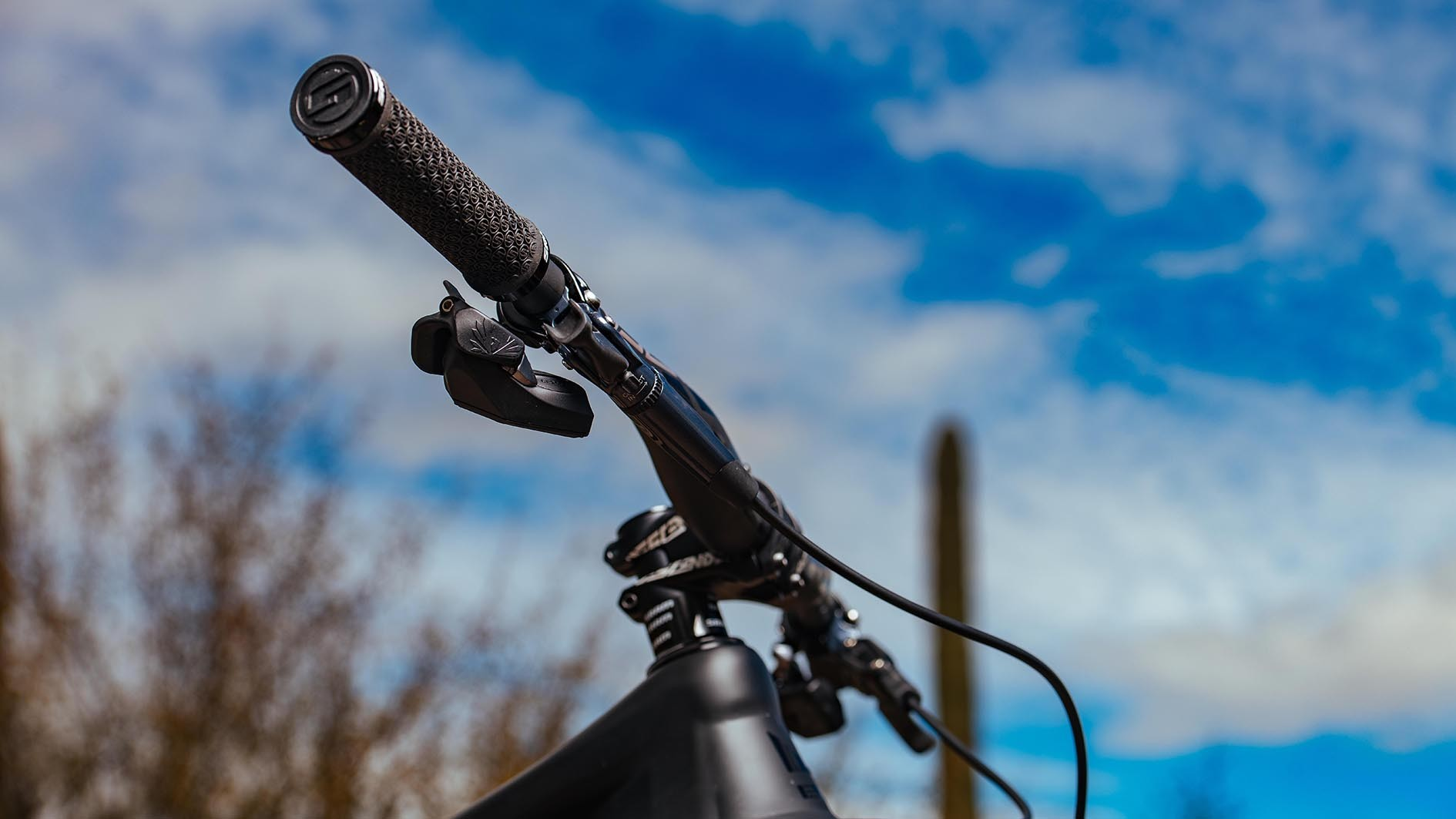Thanks to the wireless system it means you can ditch a cable (or two if you get the Reverb AXS dropper post too) which helps clean up your bike and keep it quieter on the trail