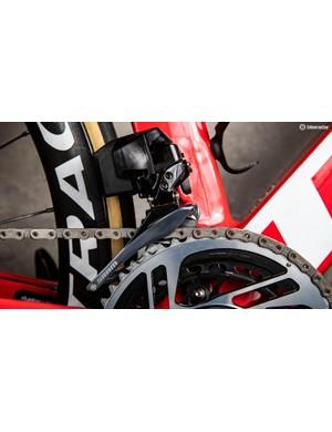 A look at the new SRAM Red eTap AXS front derailleur