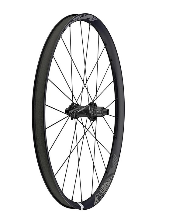 The Roam 60 wheelset now features hookless carbon rims with a generous 30mm internal width