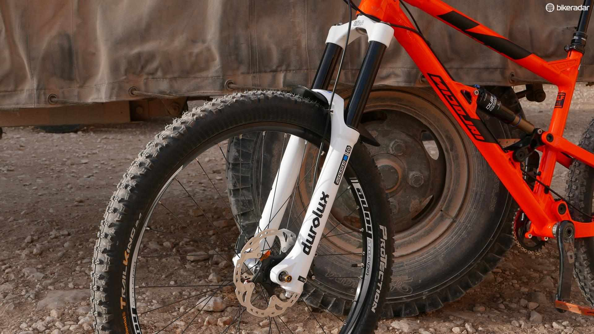 The 2016 SR Suntour Durolux gets a beefier 36mm chassis and all-new R2C2 damper