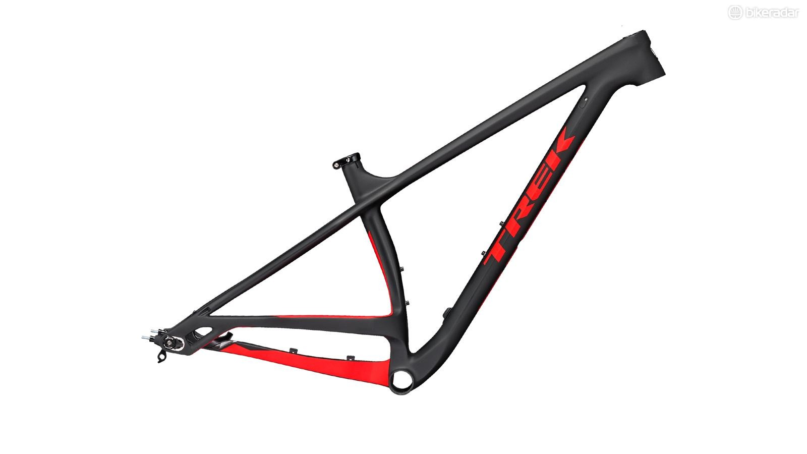 The Stache Carbon has a lower bottom bracket and longer reach than the alloy versions