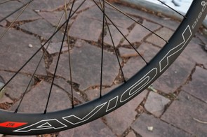 The blunted-profile rims measure 41mm in depth and 28mm in width (exteral measurement)