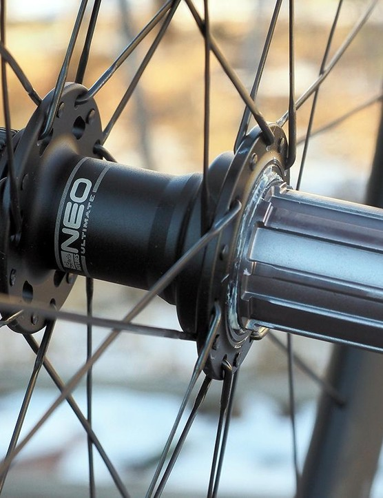 The new Neo Ultimate hubs offer up an unusually speedy five-degree freehub engagement as well as much larger-diameter bearings and axles than before for better long-term durability. Bearings on this test wheelset have indeed held up very well despite seeing plenty of adverse weather