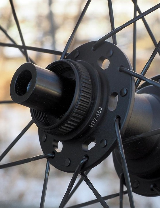 The Center Lock splined interface allows use of Shimano's excellent 140mm-diameter Ice Tech rotors