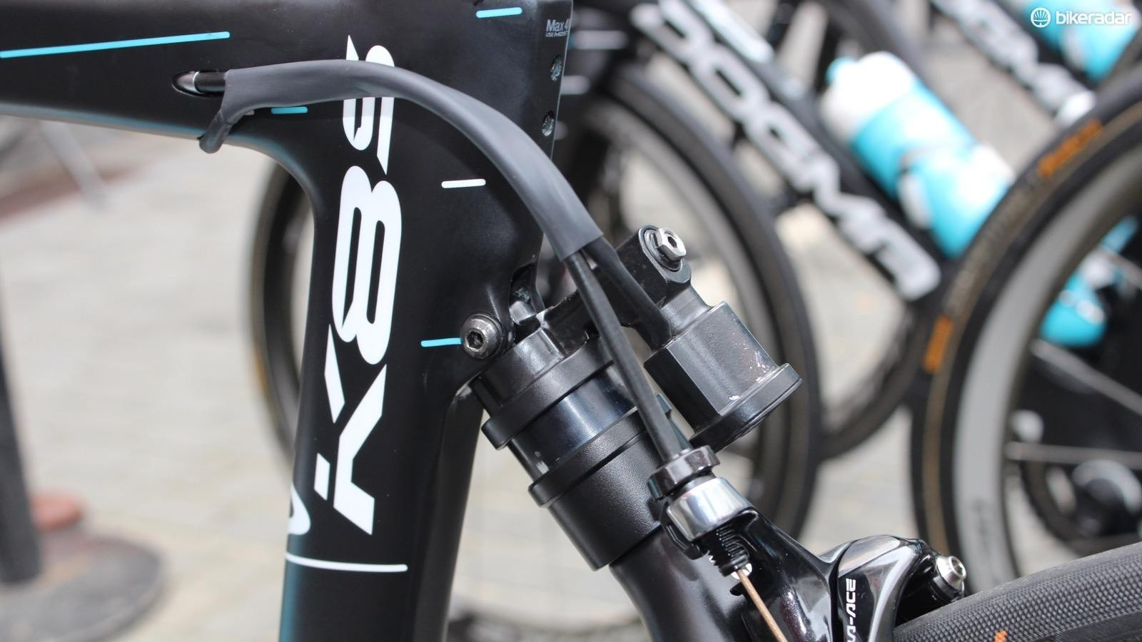 The normal Pinarello K8-S uses elastomer suspension. This hydraulic suspension is new