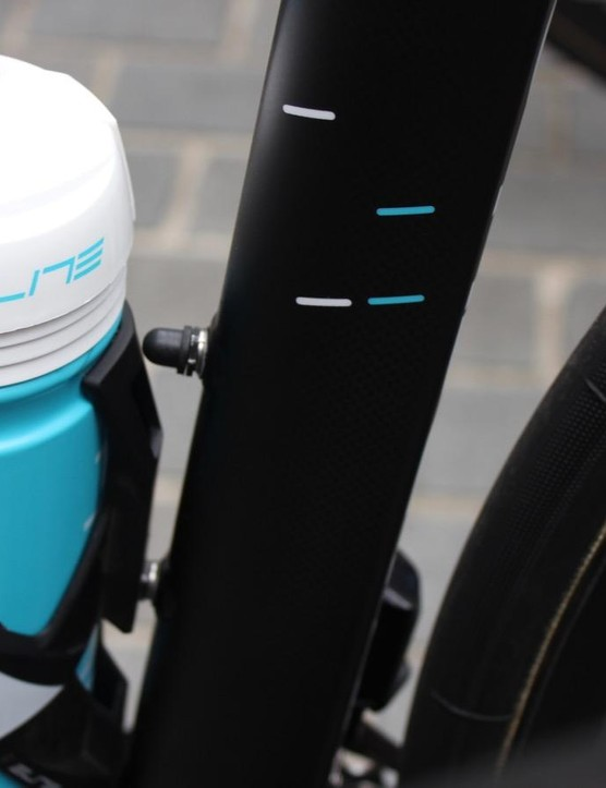The HiRide's sensors are fastened inside the seat tube tube via the bottle cage bolt threads