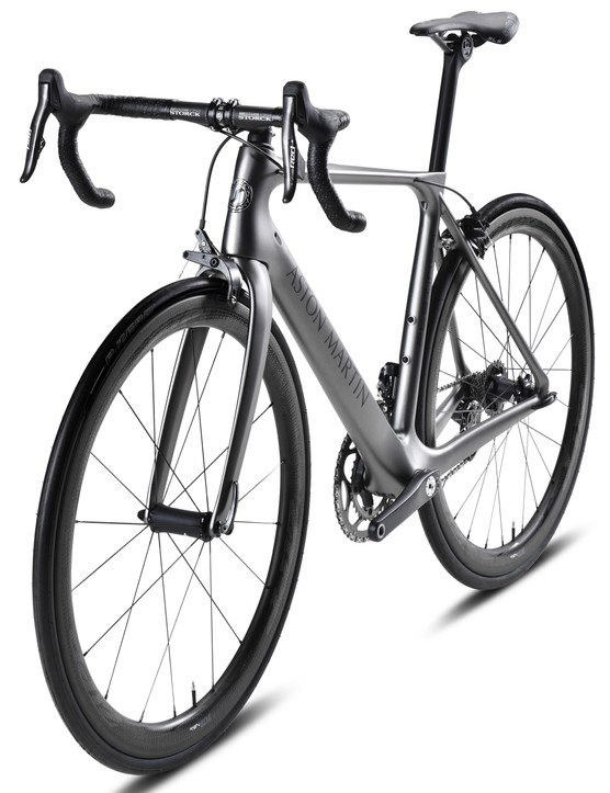 The frame is said to weigh 770g, complete bikes are a claimed 5.9kg with a SRAM eTap group