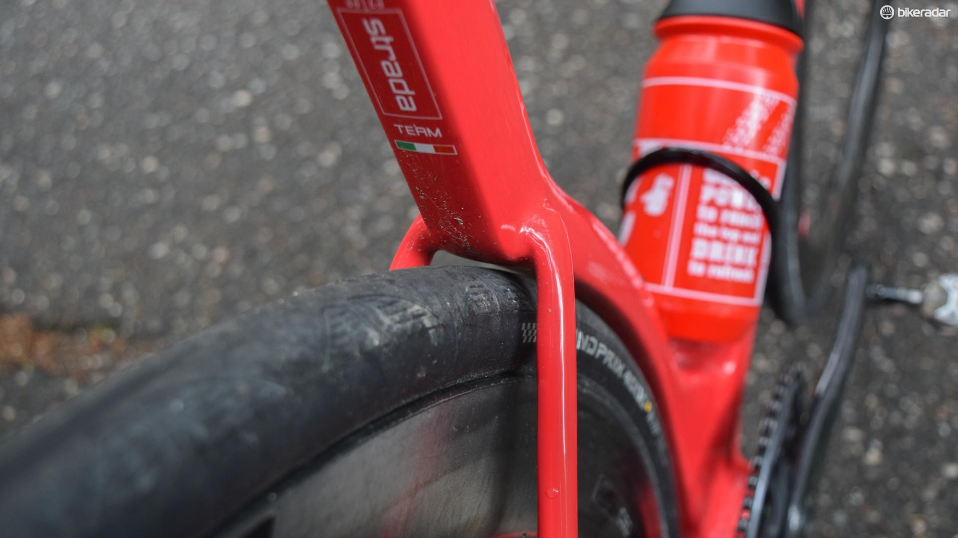 Have you hugged your tyre lately? Clearances with a fat 28mm tyre are tight