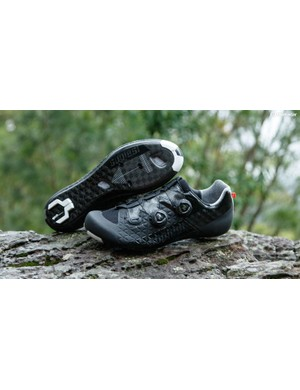 Like Cuore, Suplest is based in Switzerland. The new Edge/3 is every bit a top-end road race shoe