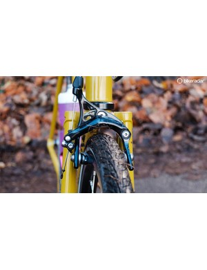 The bike comes stock with 32mm Continental touring rubber