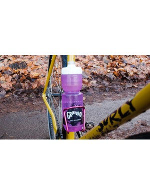 It only seemed appropriate to use a bottle from a gravel event for a gravelicious bike