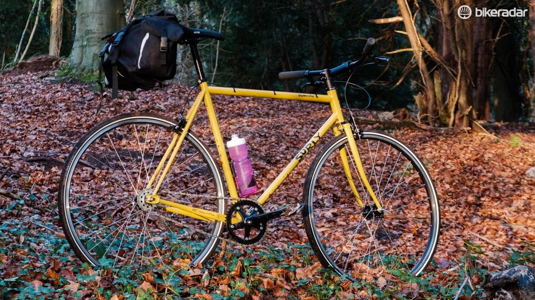 The colour of the bike is hard to describe or capture, but sits somewhere between mucous and sunshine