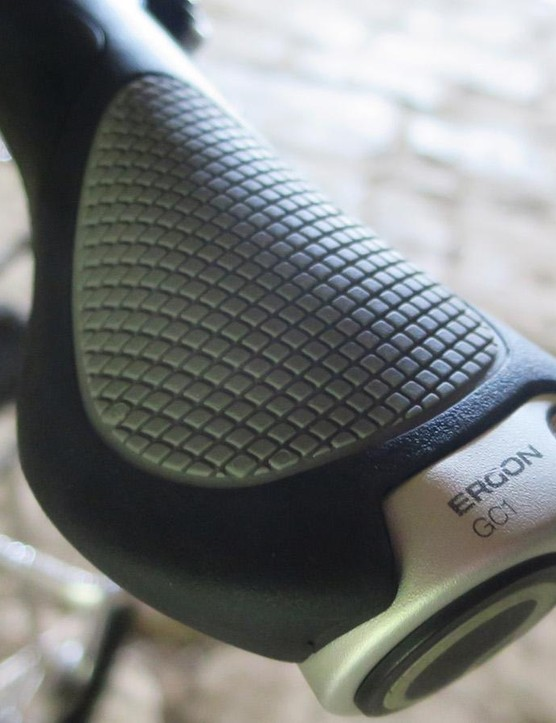 The Ergon grips are the ideal match to the back-swept bars