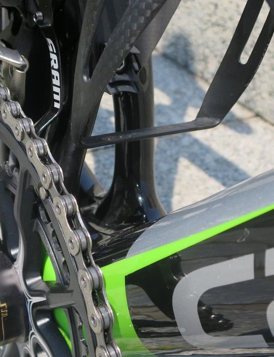 The signature Power Pyramid seat tube design remains but is now very asymmetric, with the non driveside far straighter than the crank side