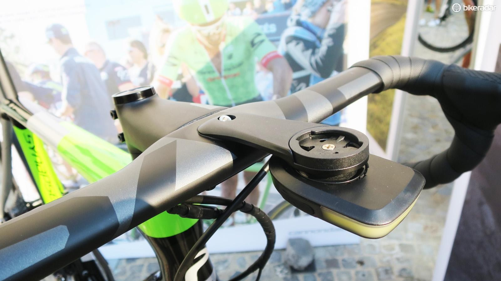 The SAVE Systembar comes with both an integrated Garmin mount and a new Lumaray light from Fabric