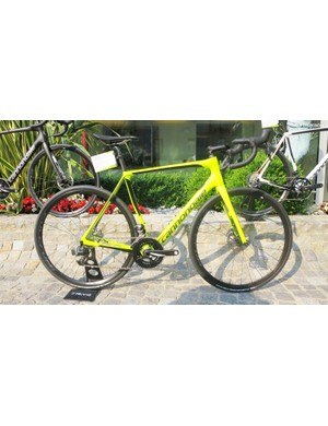 All models come in mild and wild colour schemes, such as this Synapse Carbon eTap in fluro yellow proves