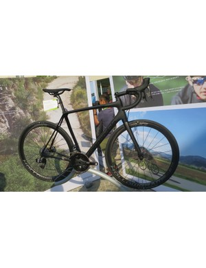 The men's eTap Hi-Mod wins the prize for the most stealthy bike in the range