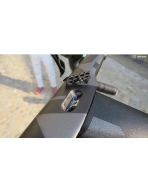 When you remove the clamp cover you can see the twin upper bolts and the thread for the integrated Garmin mount