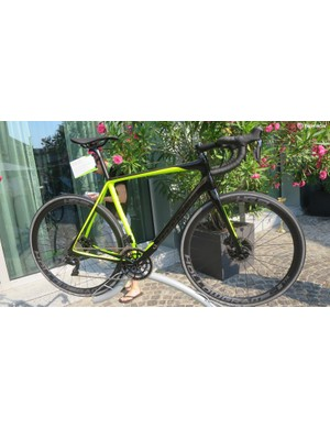 The Hi-Mod DA Di2 bike also gets Cannondale's intricate SiSL2 with the one-piece spidering