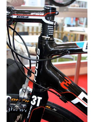 Unlike many bikes that have been introduced lately the Focus Izalco doesn't have a tapered steerer tube.