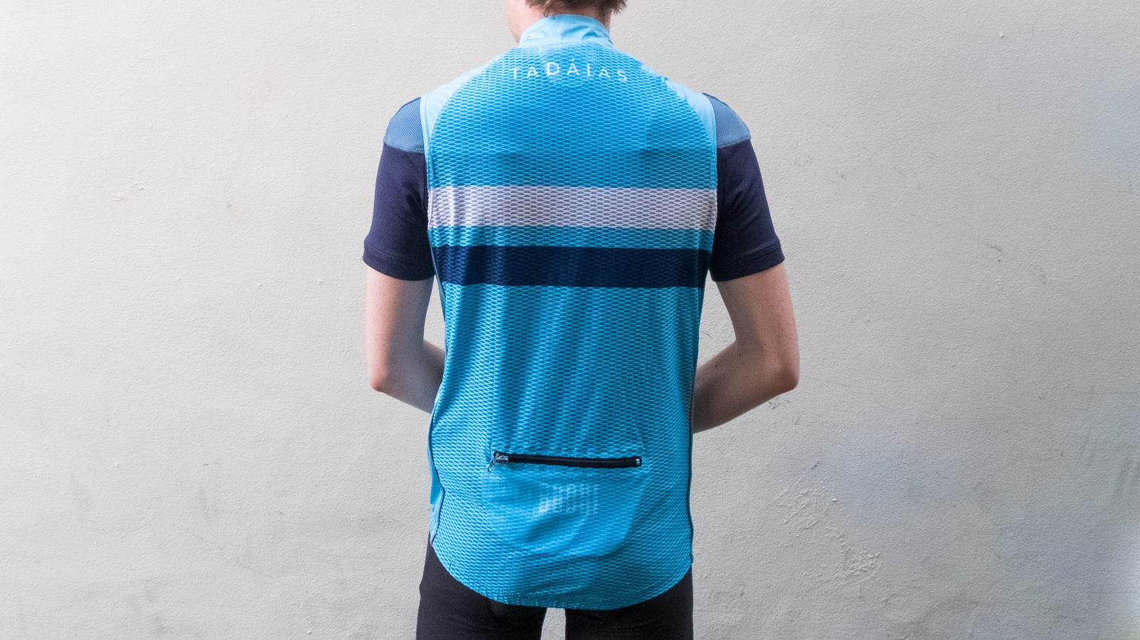The entire back panel of the jersey is made from a highly breathable, widely spaced mesh