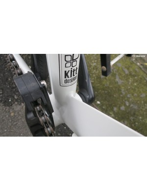 The single ring chainset comes with a chainguide mounted
