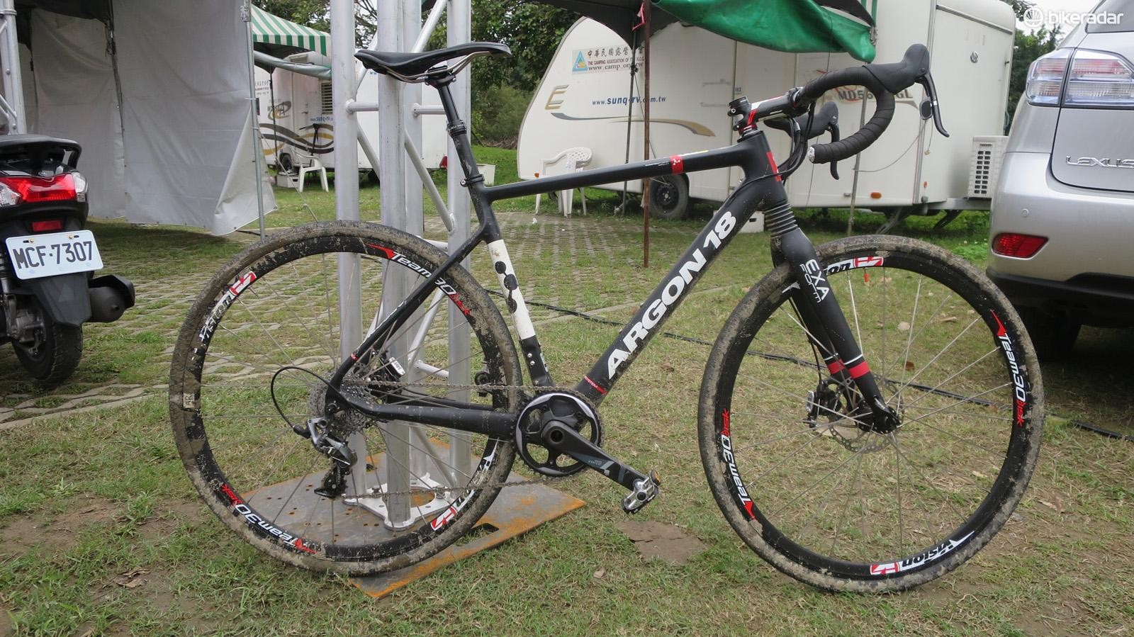 KS (Kind Shock) let us try out this highly modified Argon 18 X-Road with integrated dropper post and retro fit front suspension