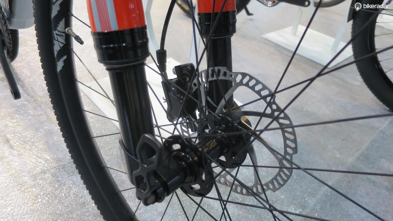 Big MTB style 15mm thru' axle up front