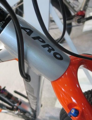 The short head tube acoomodates the extra height of the suspension fork