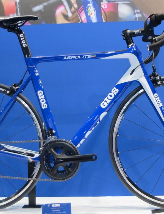 Gios isn't just about the retro either, as you can see with the new Aero Lite, built from Toray T-700 undirectional carbon this wind tunnel-optimised chassis weighs in at 900g for the frame with a futher 380g for the dedicated fork