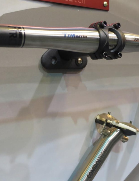 …and even a carbon/titanium hybrid road bar is available as part of the Ti Mania range