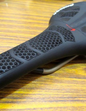 This ZeroII CPC saddle is another prototype, it has TiRox rails which the final version won't be available with