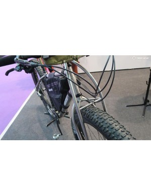 The long standing Jones fork still looks just as iconic when adapted for plus-sized tyres