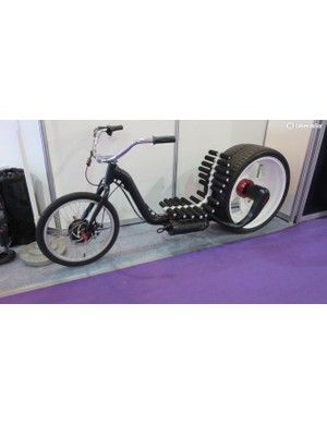 Electric-driven lowrider with a twist throttle and pegs instead of pedals