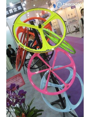 Wheels that combine a pretty distressing pallete with the promise of legendary tri-spoke flexibilty, makes you wonder who'd choose to fit thoseÉ
