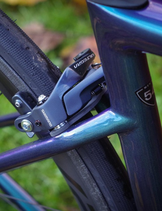 Rather than a conventional bridge, the Tarmac has a carbon plate mounted behind the rear brake for stiffness