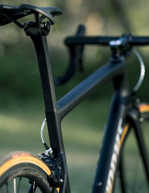 The new D-Shaped seatpost flows cleanly into the kammtail shaped seat tube