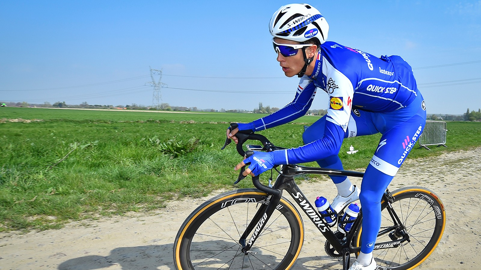 Unlike other racers using the Specialized Roubaix, Terpstra opted to use a rigid cartridge in place of the suspension steerer system known as Future Shock