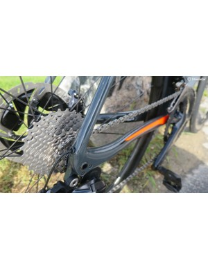 The Disc rear end features full carbon dropouts with the aluminium thru axle threads moulded into the frame